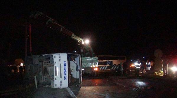 Otomobille Midibüs Çarpişti: 7 Yaralı