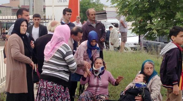 Otomobille Minibüs Çarpişti : 2'si Ağır 12 Kişi Yaralandı