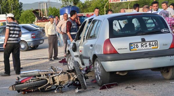 Otomobille Motosiklet Çarpişti: 1 Yaralı