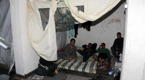 Otoparkini Suriyeliler'e Tahsis Etti