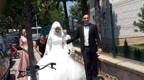 Oy Kullanmaya Giden Gelin- Damada 'yol Bağı'