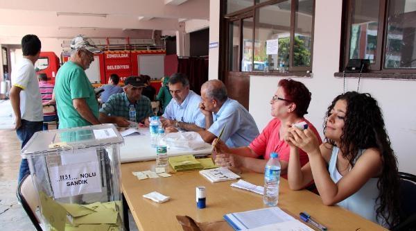Oy Pusulasının Fotoğrafını Çeken 5 Kişi Hakkında Tutanak Tutuldu