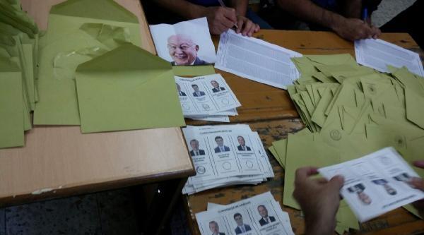 Oy Zarfında 'tercih' Mühürlü Erbakan Fotoğrafı Çikti