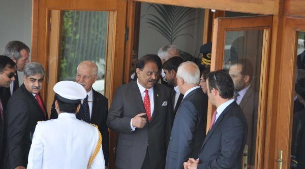 Pakistan Cumhurbaşkanı Memnun Hüseyin Nijerya'ya Gitti