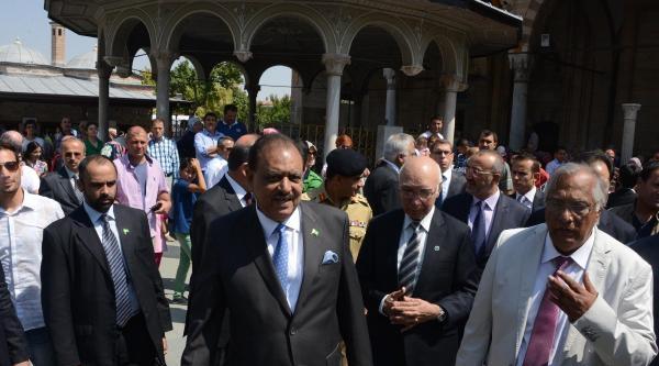 Pakistan Cumhurbaşkanı, Mevlana Müzesi'ni Ziyaret Etti