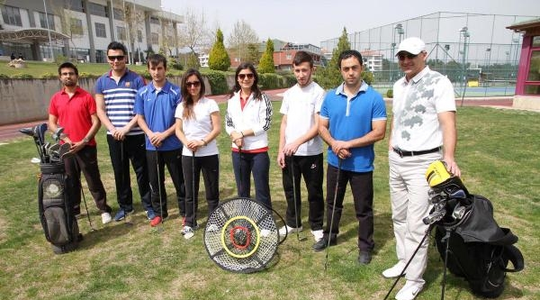 Pamukkale Üniversitesi'nde Öğrencilere Golf Dersi