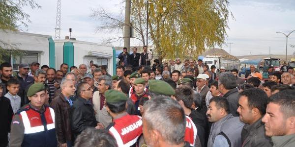 Pancar Taşiyan Kamyoncular Eylem Yapti