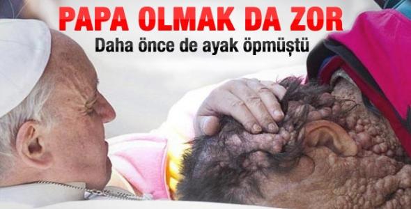 Papa Önce Dua Etti Sonra Öptü!