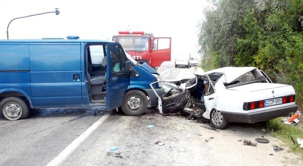 Para Nakil Aracı Otomobile Çarpti: 1 Ölü, 2 Yaralı