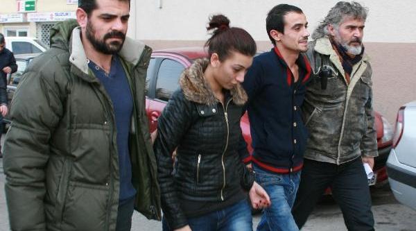 Parasiz Kalinca Kuyumcu Soymak Isteyen Sevgililer Yakalandi.