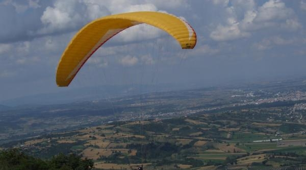 Paraşütçüler Mustafakemalpaşa'da Buluştu