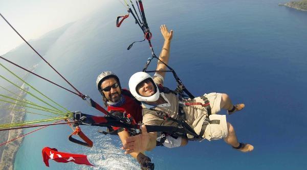 Paraşütçüler Zaferi 1500 Metrede Türk Bayrağı Açarak Kutladı