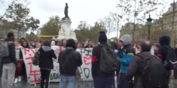 Paris'Te Kosovali Öğrenciler Eylem Yapti