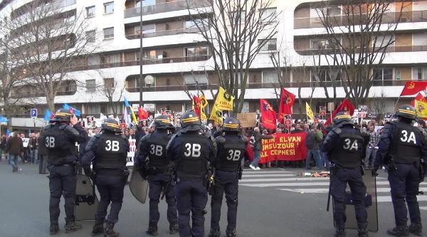 Paris'teki Berkin Elvan Eylemine Polis Müdahalesi