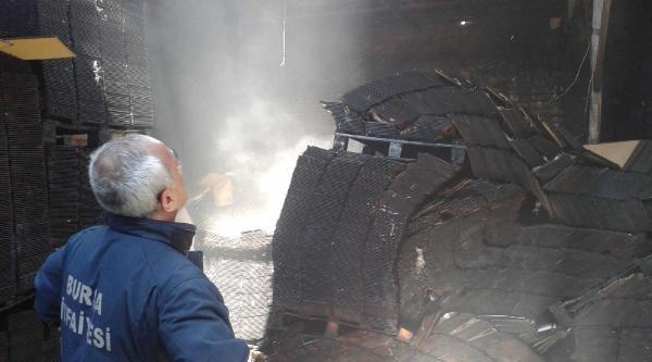 Parke Satış Deposundaki Yangın Korkuttu