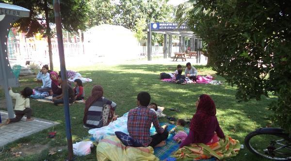 Parklarda Yatan Suriyeliler Mudanya'dan Gönderildi