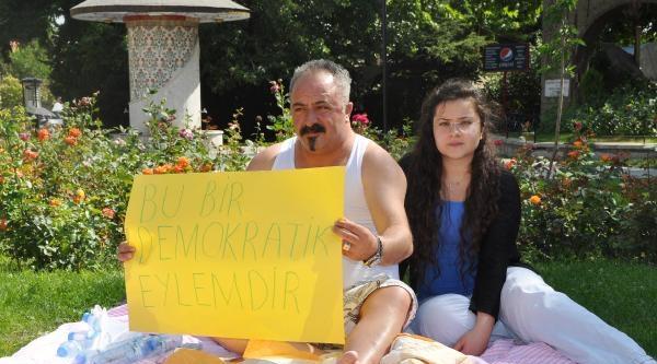 Parktaki Romanlardan Rahatsız Olan Aileden Valilik Karşısında Oturma Eylemi