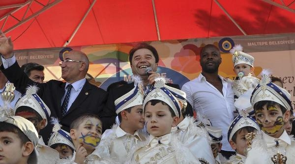 Pascal Nouma 500 Çocuğa Kirvelik Yaptı