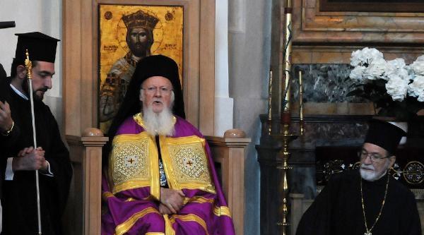 Patrik Bartholomeos Roma'da Ayin Yönetti