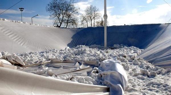 Pazar Yeri Çatisi Kardan Çöktü