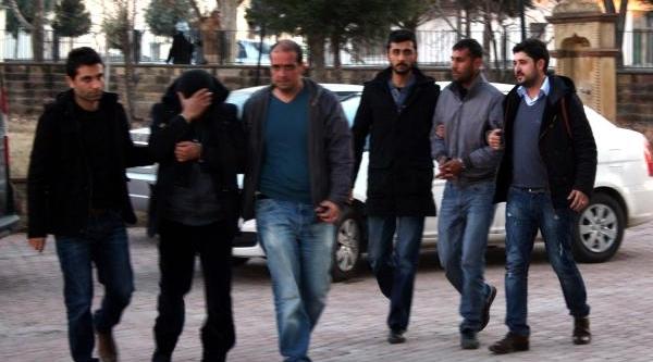 Pazarcikta 200 Bin Liralik Altin Soygununa: 3 Gözalti