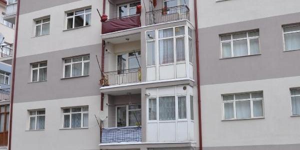 Pencereden Düşen 1 Yaşindaki Çocuk Öldü