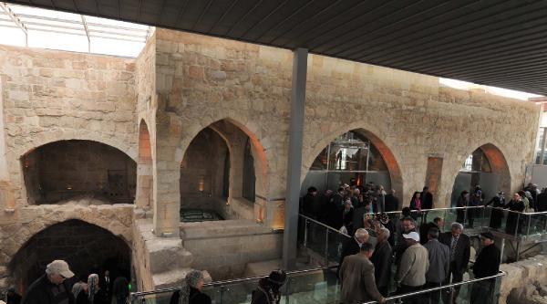 Peygamber Kabrinin Bulunduğu Cami Restore Edildi