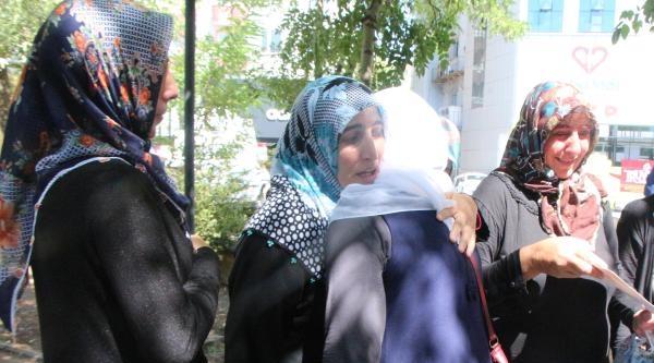 Pkk'dan Kaçan Genç, Diyarbakır'da Eylem Yapan Ailesine Kavuştu