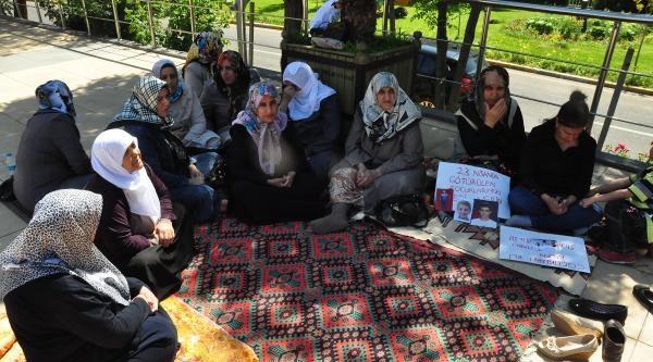 Pkk'nın Çocuklarini Kaçırdığı Aileler Oturma Eylemi Başlattı