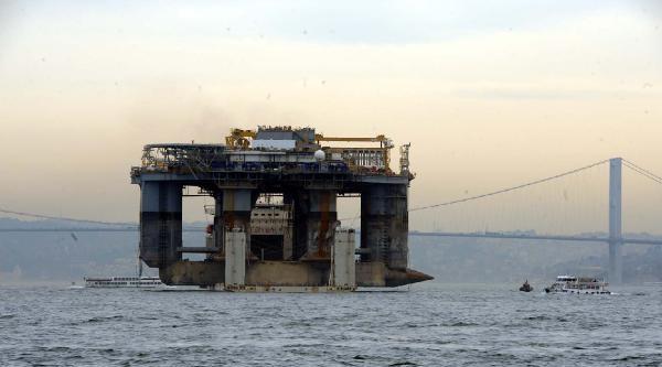 Platform Taşıyan Gemi İstanbul Boğazı'nda