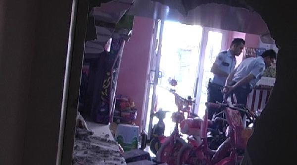 Polis, 520 Saatlik Kamera Görüntüsü Tarayarak Hırsızları Yakaladı