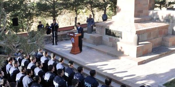 Polis Adaylarina Aziziye Tabyalari'nda Ders