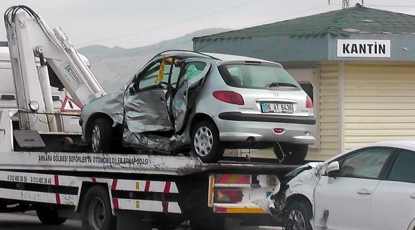 Polis Akademisi'nde 2 Otomobil Çarpişti: Emniyet Müdürü Ve 5 Polis Yarali