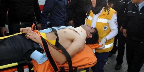 Polis Araci Önüne Çikan Köpekten Kaçarken, Devrildi