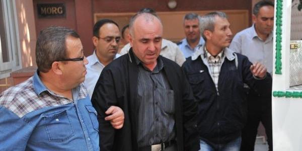 Polis Babasinin Tabancasiyla Intihar Etti