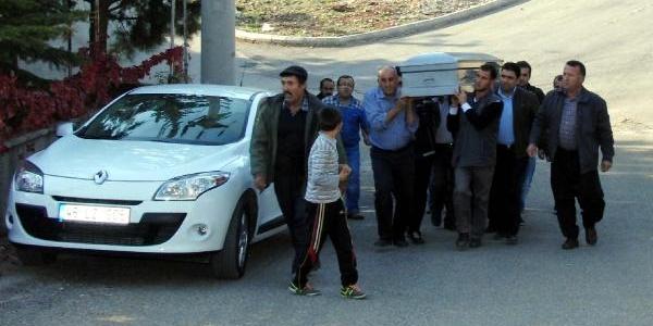 Polis Babasinin Tabancasiyla Intihar Etti (2)