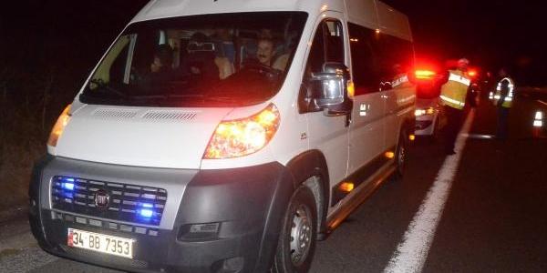 Polis Çakarli Minibüste 28 Kaçak Yakalandi