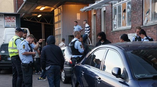 Polis Cami Bastı Çok Sayıda Genci Gözaltına Aldı (ek Fotoğraflar)