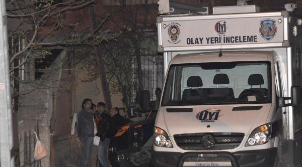 Polis Çatişmanin Yaşandığı Evde Saatlerce İnceleme Yaptı
