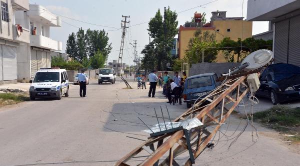 Polis, Devrilen Elektrik Direği Yanında Nöbet Tuttu