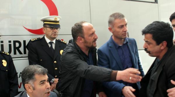 Polis Eşliğinde Avm'yi Gezdi
