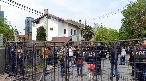 Polis Eşliğinde Yönetim Binasını Aradılar