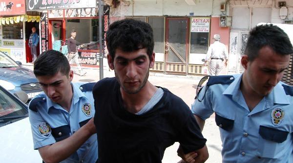 Polis Kıyafetiyle, Polise Bıçak Çekti