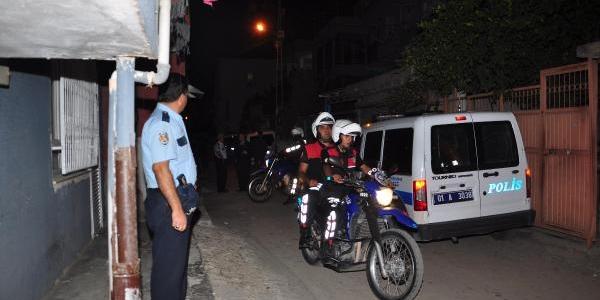 Polis Kizi Babasinin Silahiyla Intihara Kalkişti