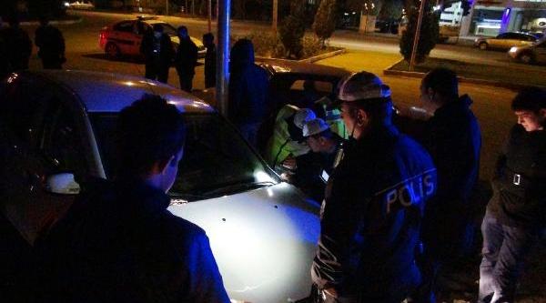 Polis Kovalamacasinda Kaza Yapan Otomobilde 70 Kilo Esrar Ele Geçirildi