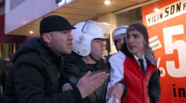 Polis Liseli Gençlere Tazyikli Su Ve Gazla Müdahale Etti