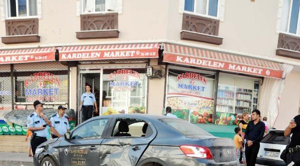 Polis Motosikleti Otomobile Çarpti: 1 Polis Yaralı