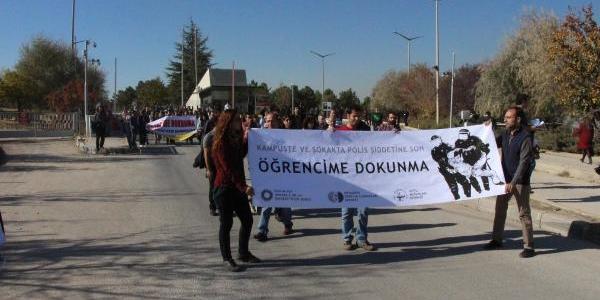 Polis Müdahalesinde Öğrencilerin Yaralanmasi Odtü'De Protesto Edildi