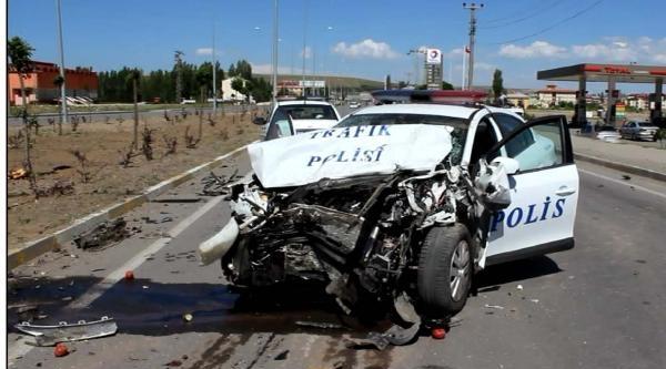 Polis Otosu Minibüsle Çarpişti: 8 Yaralı