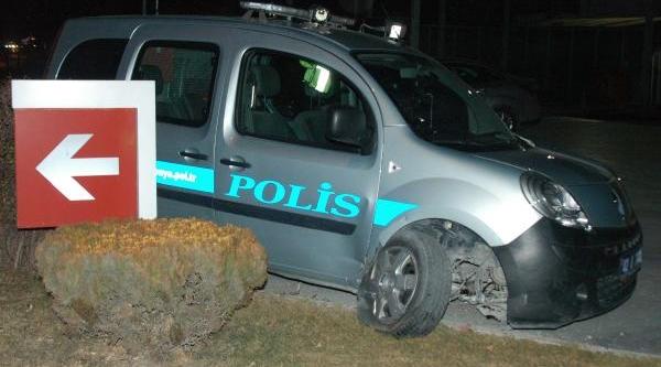 Polis Otosuna Çarpip Kaçti